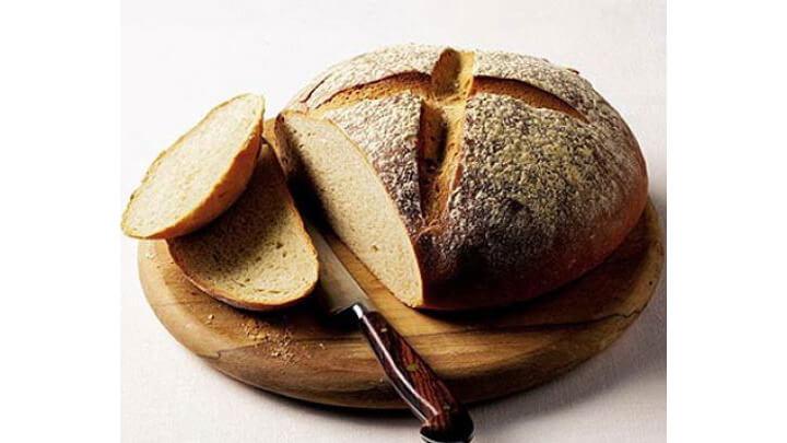 Домашно изпечен пшеничен хляб